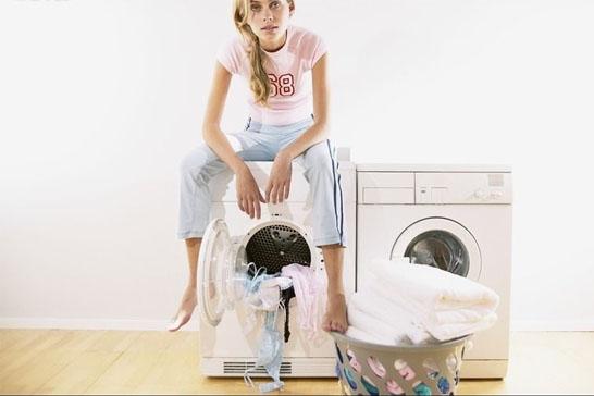 真丝衣服可以用洗衣机和洗洁精洗吗?